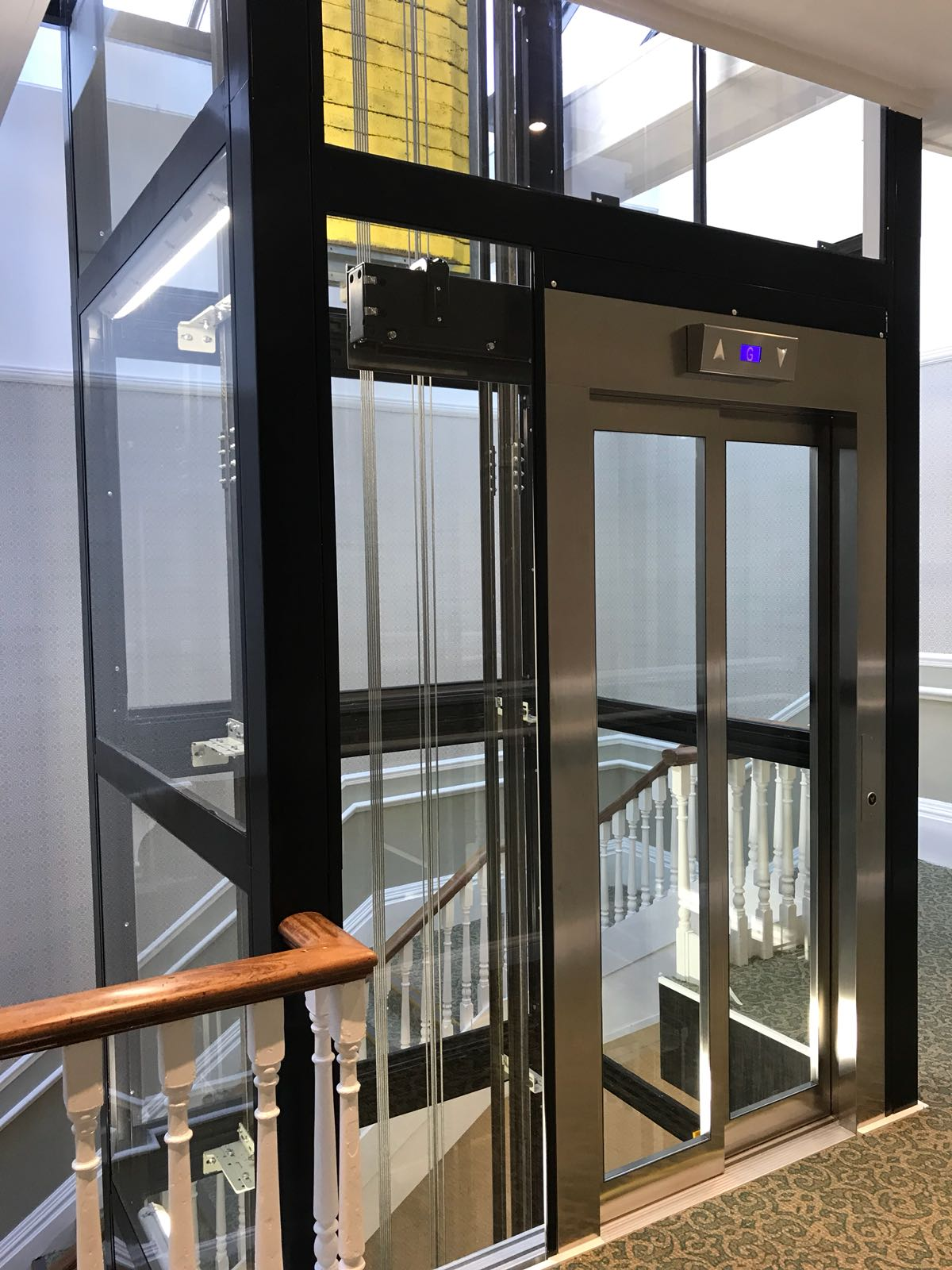 rj lift glass elevator with closed doors